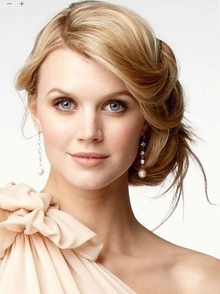 Волосы средней длины идеально подходят для создания красивых причесок