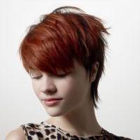 прическа каскад на короткие волосы с челкой 6