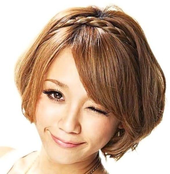Визуально на голове получится обычная коса, как будто из 3 длинных прядок.