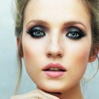 макияж для русых с серо голубыми глазами 9