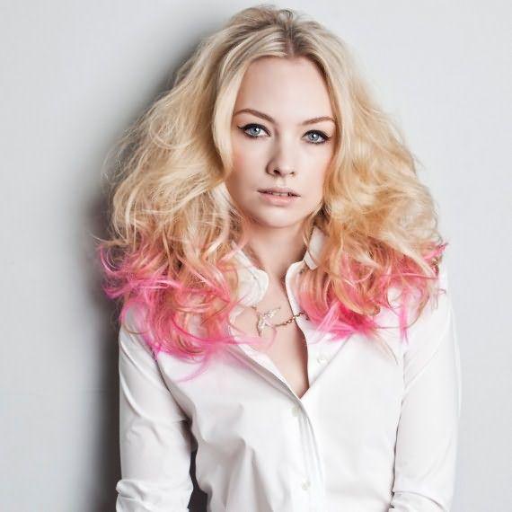 Розовое омбре на осветленные волосы