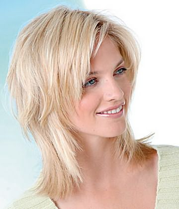 Пример прически каскад на средних волосах