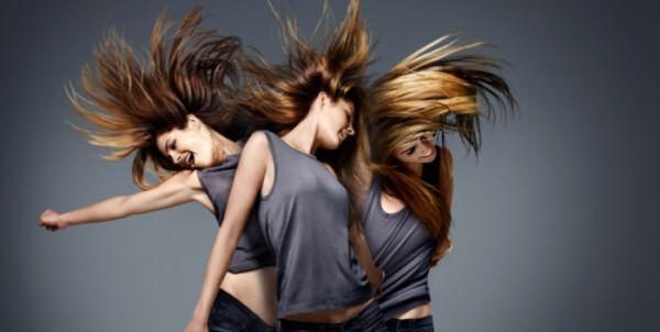 Девушки со здоровыми волосами