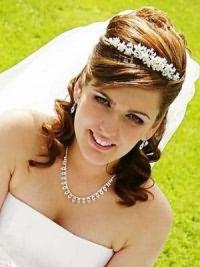 Свадебные прически на средние волосы с фатой18