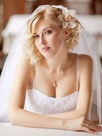Свадебные прически на средние волосы с фатой2