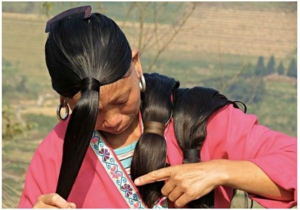 Китайская деревня с самыми длинноволосыми жительницами в мире
