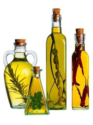 Масло, настоянное на травах и специях, гарантия здоровья волос