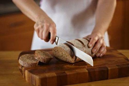 Ржаной хлеб качественно очистит локоны