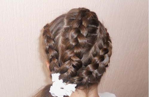 Прическа из трех кос по диагонали
