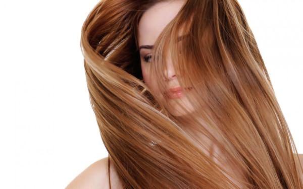Девушка с красивыми, длинными волосами