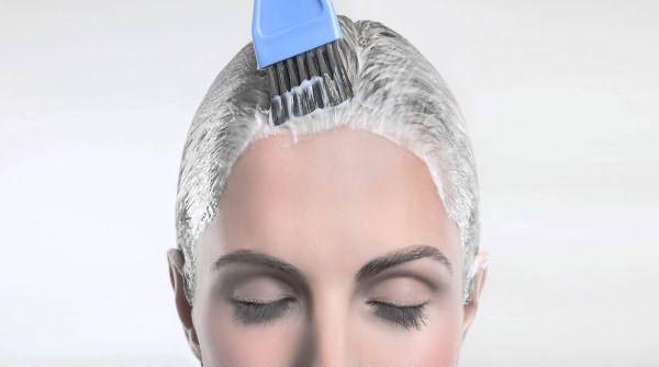 Нанесение кефирной маски на волосы