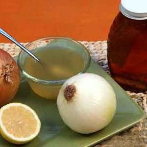 Эффективно двухчасовое смачивание рыжеватых прядей составом из лука и лимона.