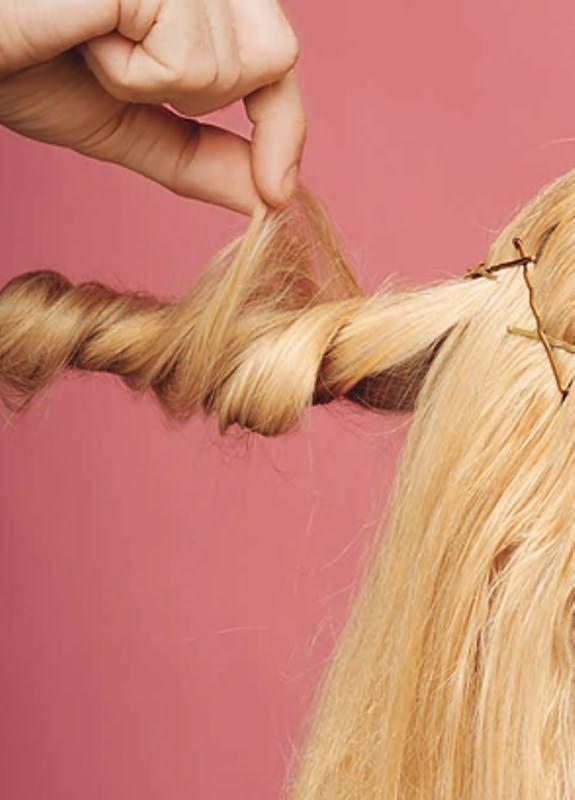 Оригинальные прически на средние волосы15