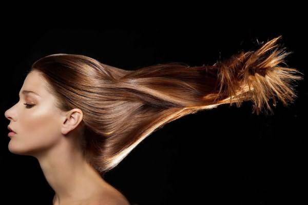 Сколько держится ламинирование волос, как сохранить эффект от процедуры максимально долго и как ухаживать за локонами – это малая часть вопросов, которые задают себе дамы, выходя из парикмахерской. А мы эти вопросы задали профессионалам.