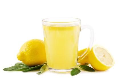 Лимон - натуральное средство осветления после неудачного окрашивания.