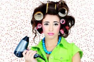 Чтобы локоны лучше сформировались, дайте волосам окончательно высохнуть