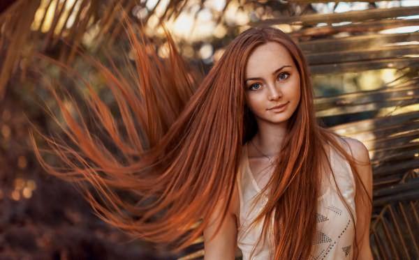 Красивый рыжий цвет волос сделает образ зеленоглазых девушек ярким и элегантным