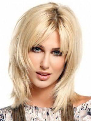 женская стрижка лесенка на средние волосы 9