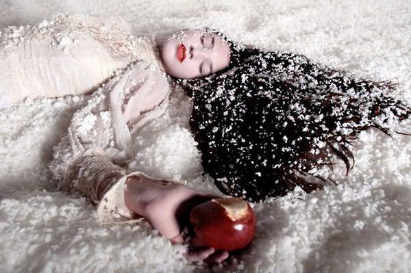 «Снег» на волосах выглядит привлекательным только в фильмах, в реальной жизни он может быть результатом бушующего в организме заболевания