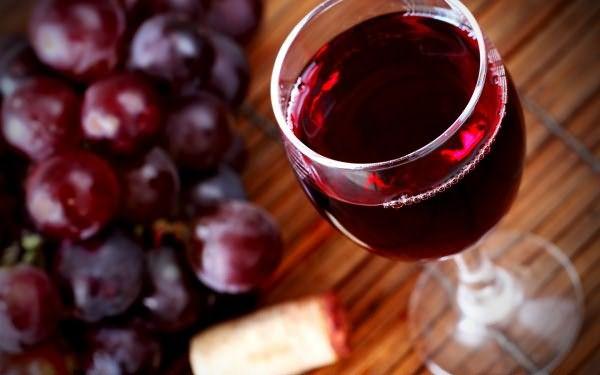 Для окрашивания используются исключительно виноградные вина