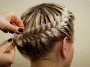 Научившись нехитрым плетениям можно сделать невообразимую красоту из волос!