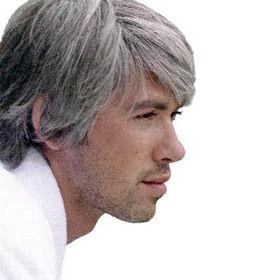 Одной из причин того, от чего седеют волосы у молодых, может быть предрасположенность к этому явлению на генном уровне.