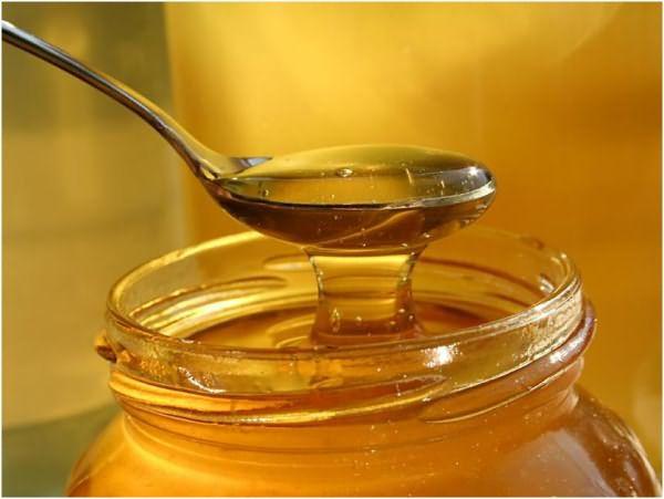Мед обладает осветляющими свойствами