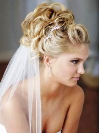 Свадебные прически на средние волосы с фатой21
