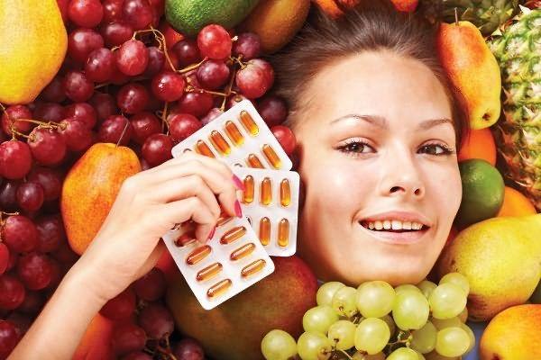 Выбирая витамины необходимые для роста волос, помните, что они содержатся не только в пилюлях и капсулах, но и сбалансированном питании
