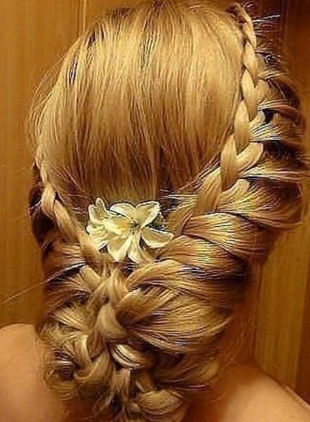 Ажурная заплетенная коса в форме корзинки