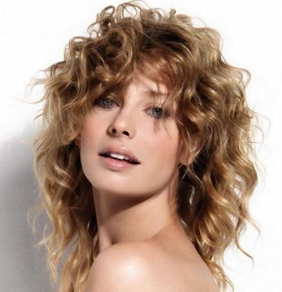 На фото – волосы с биозавивкой. Пышно и привлекательно.
