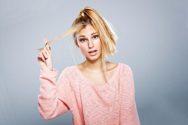 Основной проблемой тонких волос является отсутствие объема, справиться с задачей поможет химия, старый добрый фен и правильно подобранные укладочные средства