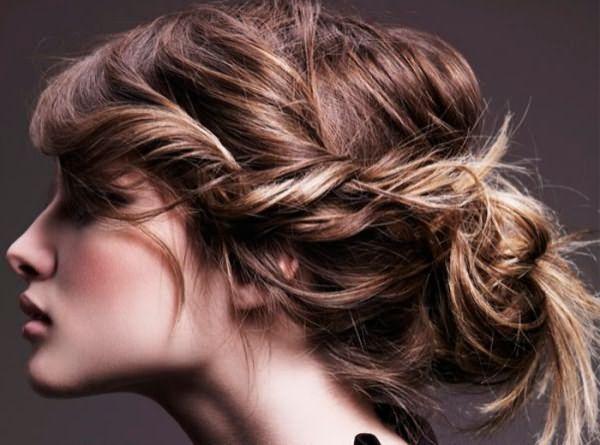 Мягкая коса и небрежный низкий пучок
