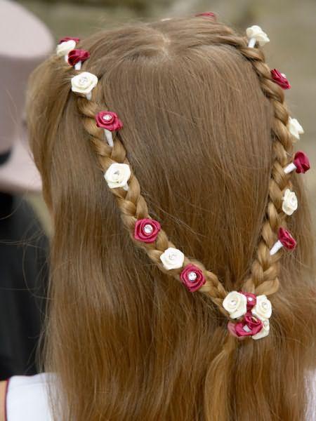 С украшениями даже простое плетение выглядит нарядным.