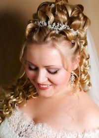 Свадебные прически с диадемой 3