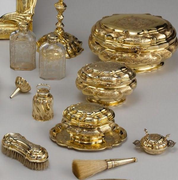 серебряном золоченом объектами для c.18th века