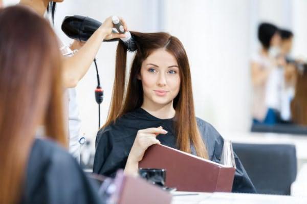 Задумывались ли вы когда-то, какова цена совершенства? Умелые руки мастера, профессиональные средства и то, что складывалось в парикмахерскую «копилку» столетиями.