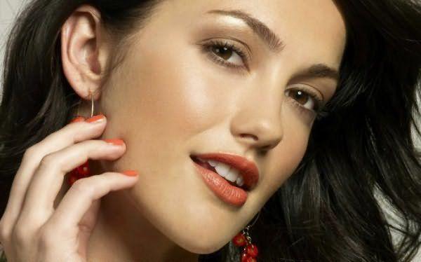 В зависимости от типа кожи и волос результат держится 1—2 месяца.