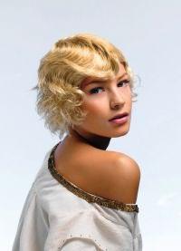 Как правильно накрутить короткие волосы 9