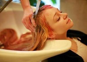 Смывка волос в салоне красоты – полный спектр услуг вам гарантирован, но и цена соответсвующая
