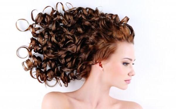 Волнистые волосы – привлекательная прическа!