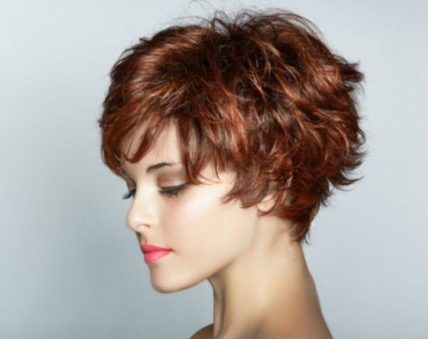 Боб — наиболее правильный выбор стрижки для тонких волнистых волос