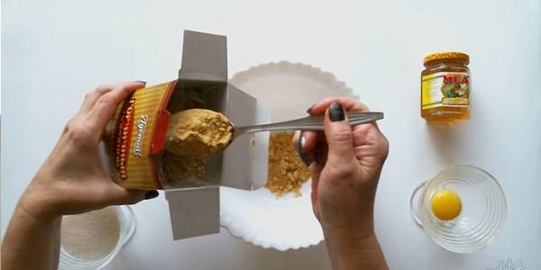 Маска для волос с яйцом, медом и репейным маслом