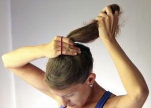 как сделать прическу пучок на средние волосы 1