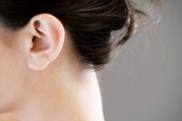Перхоть в ушах: причины