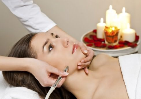 Применение лазера эффективное мероприятие независимо от того, какая причина волос на подбородке у женщин