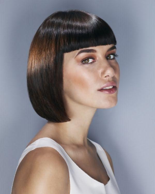 Укладка на средние волосы с челкой 2