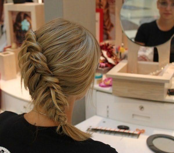 Слегка распущенная коса моментально увеличивает густоту локонов
