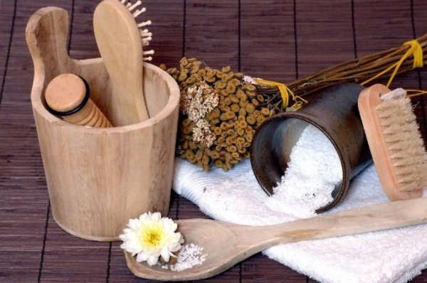 Люди, задумывающиеся о том, как сделать натуральный шампунь в домашних условиях, в первую очередь должны выбрать подходящие своему типу волос ингредиенты