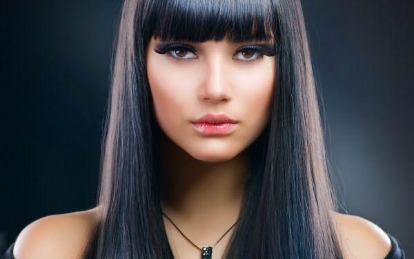 Черный цвет волос идет не многим, окрасив волосы в столь кардинальный оттенок, возникает вопрос, как своими руками избавиться от результатов неудачного эксперимента
